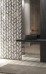 Bagno marmo nero e parete 3D treccia