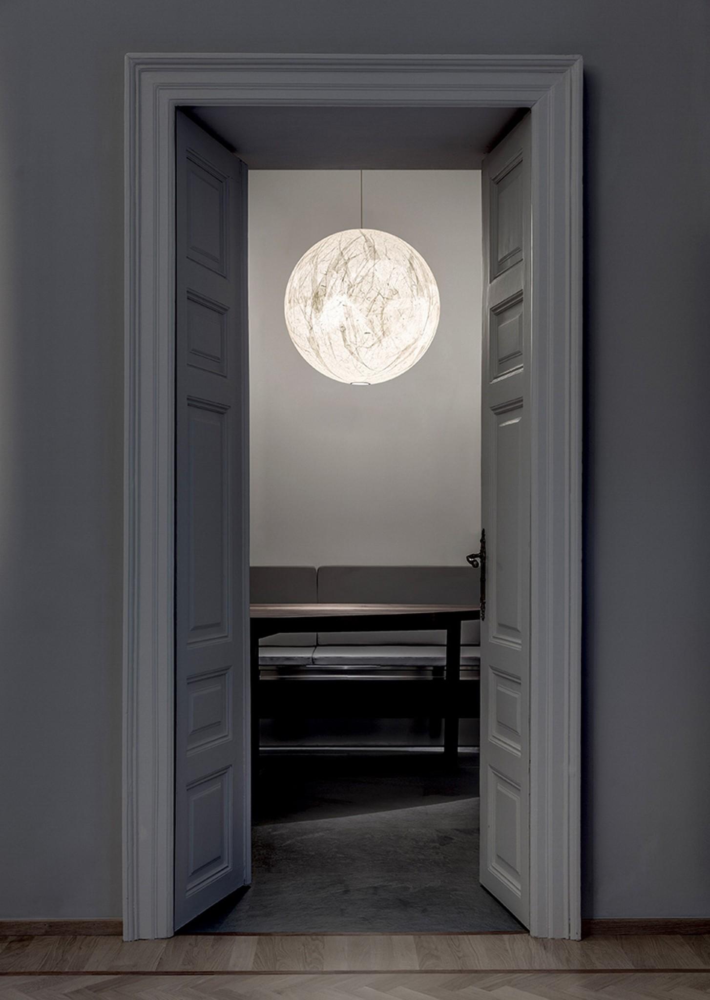 Focus su Davide Groppi. La luce che crea lo spazio | ARTHECO