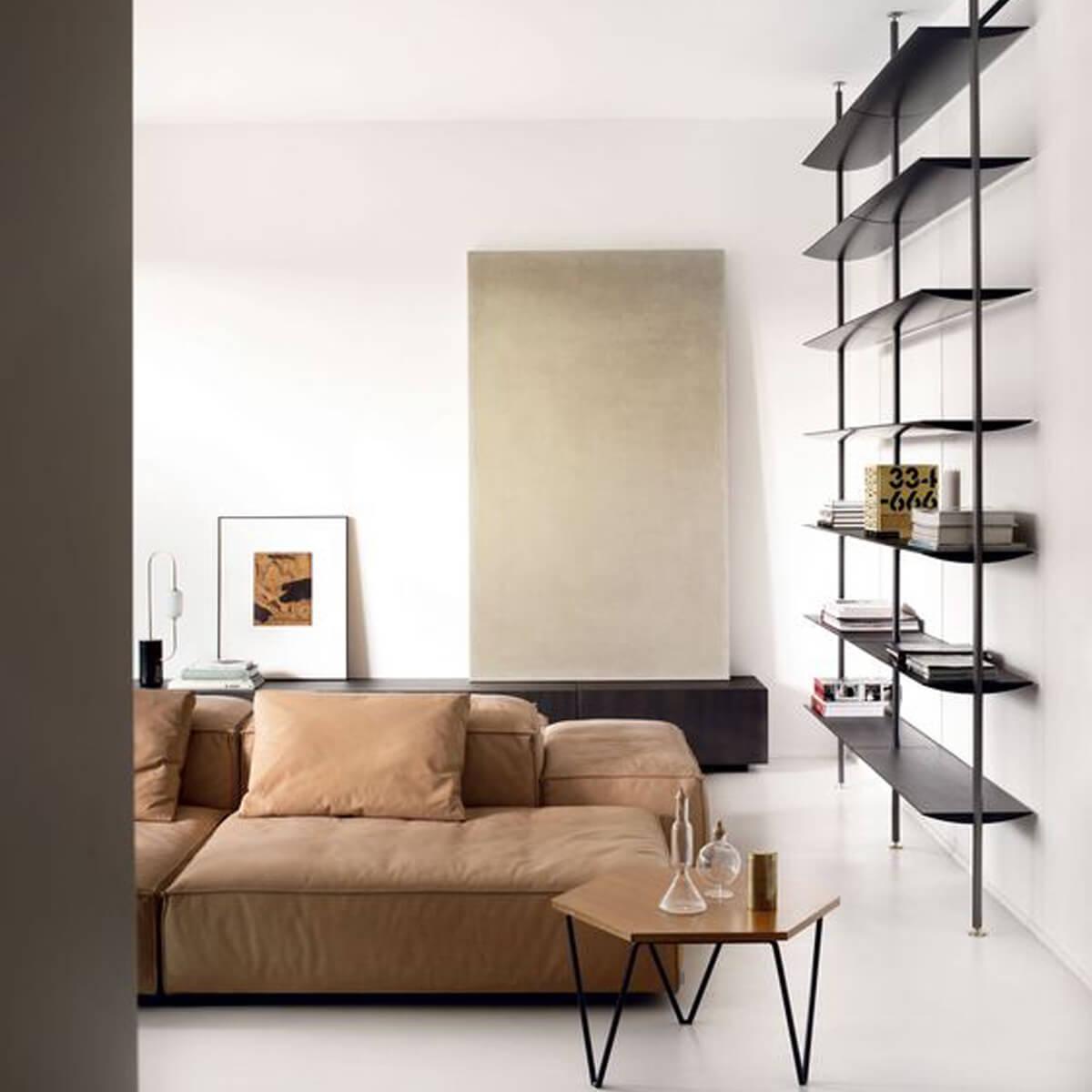 arredamento living con divano marrone