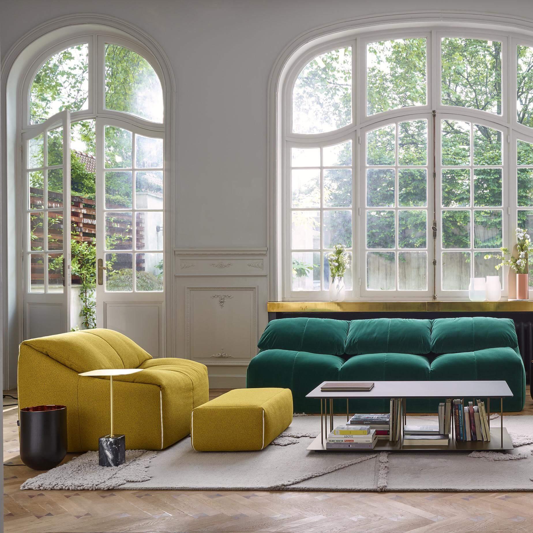arredo living con divani colorati